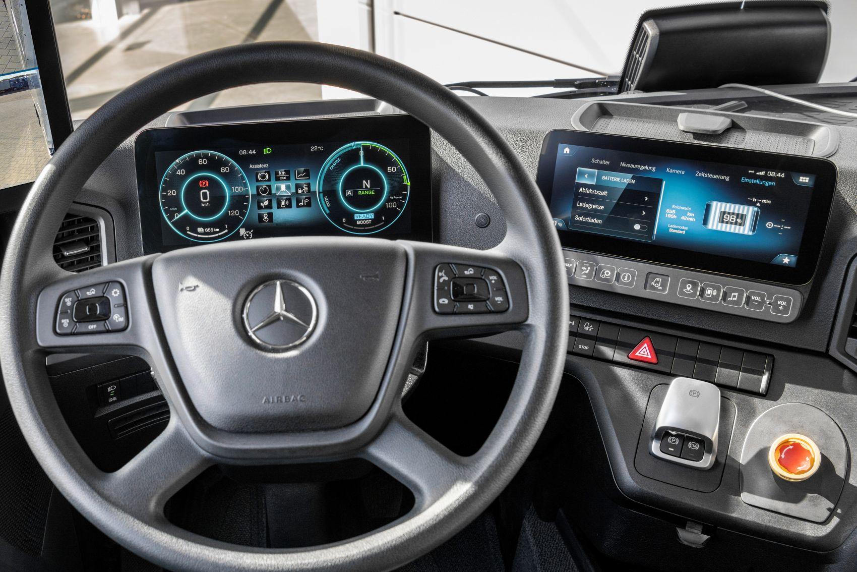Mercedes eActros Cockpit