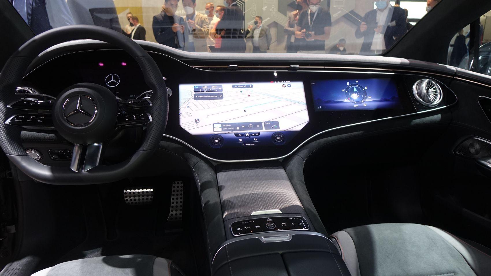 Mercedes EQE mit MBUX Hyperscreen