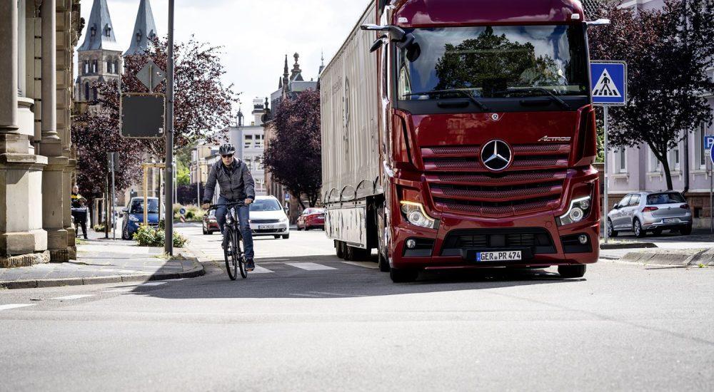 mercedes-benz-truck-abbiegeassistent