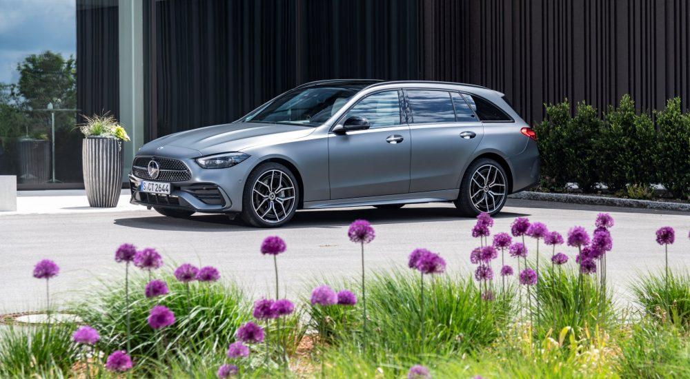 Mercedes-Benz C 300 d T-Modell (Kraftstoffverbrauch kombiniert (NEFZ): 5,3-5,1 l/100 km, CO2-Emissionen kombiniert: 152-135 g/km); Exterieur: designo selenitgrau magno; Interieur: Ledernachbildung ARTICO nevagrau/schwarz // Mercedes-Benz C 300 d Estate (combined fuel consupmtion (NEDC): 5.3-5.1 l/100 km, combined CO2-emissions: 152 - 135 g/km); exterior: designo selenite grey magno; interior: ARTICO man-made leather neva grey/black
